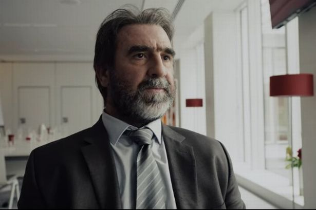 Och till sin hjälp tar han denna gång fotbollslegenden eric cantona! Eric Cantona Stars In A New Netflix Series Take A Look Back At Some Of His Standout Acting Moments Manchester Evening News