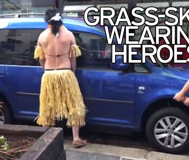 Grass Skirt Wearing Stag Party Become Traffic Heroes After Lifting Car Blocking The Road