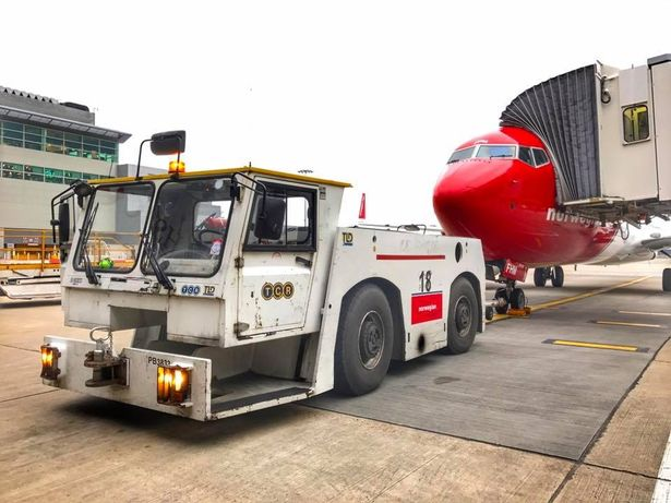 Airline baggage handler shares incredible behindthescenes footage at London Gatwick during 787
