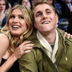 Sofa Sport Tennis Without Back And Arms Eugenie Bouchard Reunited With 'super Bowl Twitter Date ...