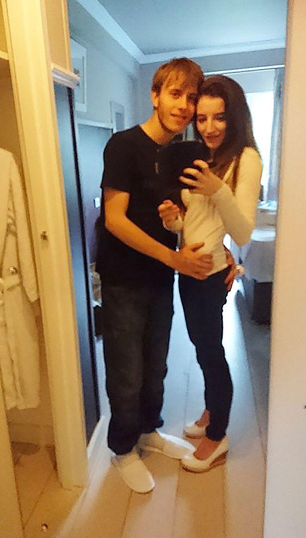 Jordan Worth dan Alix Skeel tinggal bersama