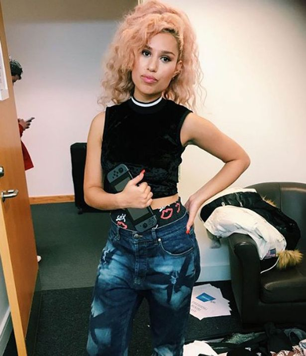 Singer Raye accuses The Ivy Chelsea Garden of 'traumatic and blatant racism' after her black friend was denied entry over 'strict dress code ...