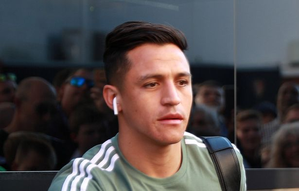 Alexis Sanchez forced to delete tweets after angry reaction from Man United
