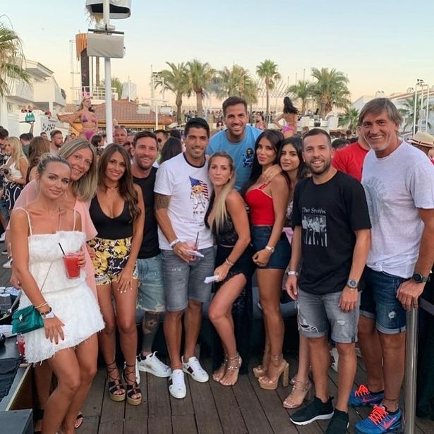 Eat to go gif by lio restaurant & lounge. View 15 Lionel Messi Lio Ibiza Artdemetriuspic00