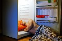 Too hot to sleep? Top tips on how to keep cool at night in ...