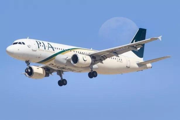 An Airbus A320 landing at Dubai Airport