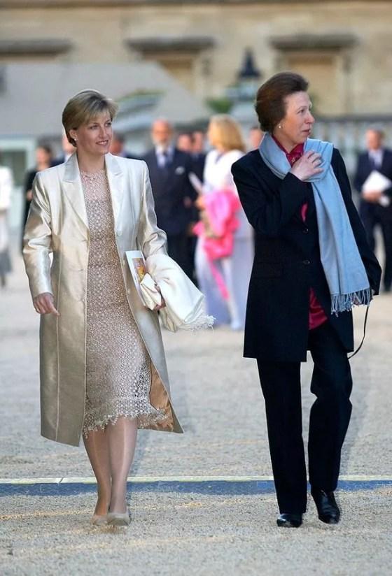 Anggota keluarga kerajaan akan bergantian melihat Ratu sebelum ulang tahunnya