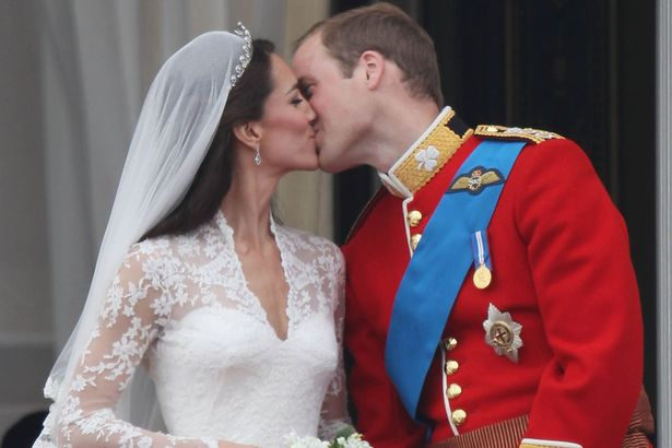 Duke of Cambridge and Catherine, Duchess of Cambridge kiss on the balcony at Buckingham Palace on their wedding day