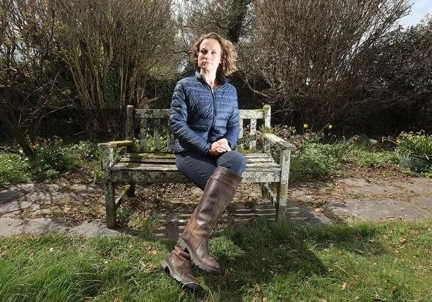 Rhianon Bragg of Rhosgadfan was held a gunpoint by her former partner Gareth Wyn Jones