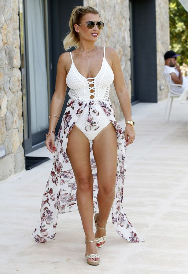 Fall Out Boy Wallpaper Hd Billie Faiers Parades Sizzling Body In Sexy Swimsuit After