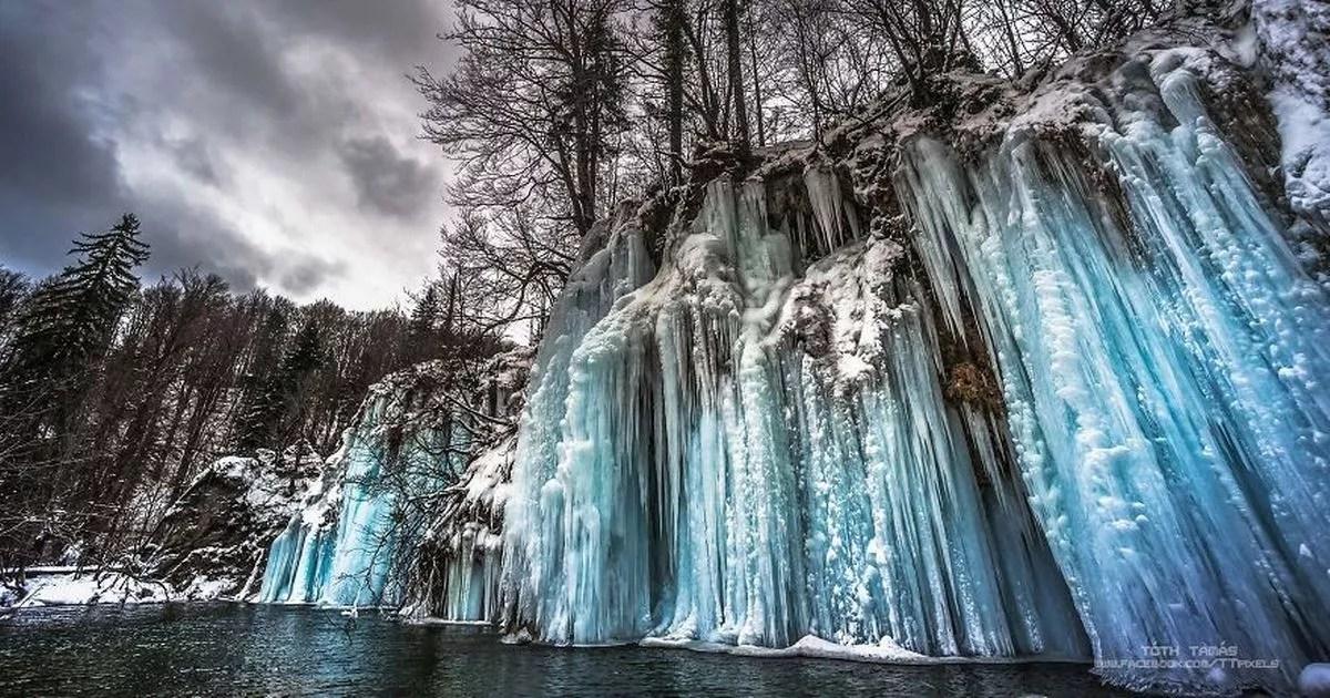 Niagara Falls Wallpaper For Desktop Plitvice S Frozen Waterfalls Are A Spectacular Sight In