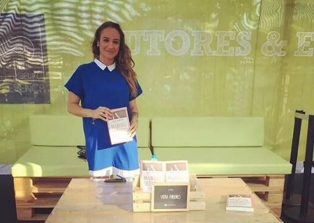 Vera-Ribeiro, with her new book (Image: Instagram/Vera.Ribeiro.psi)