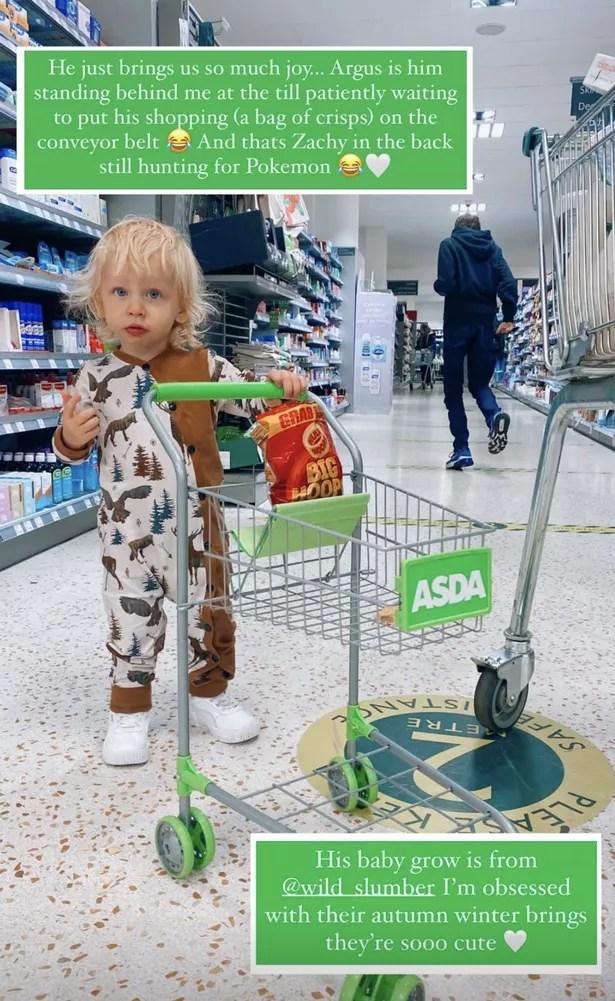 Rex, le fils de Stacey, a frappé le supermarché avec son propre caddie