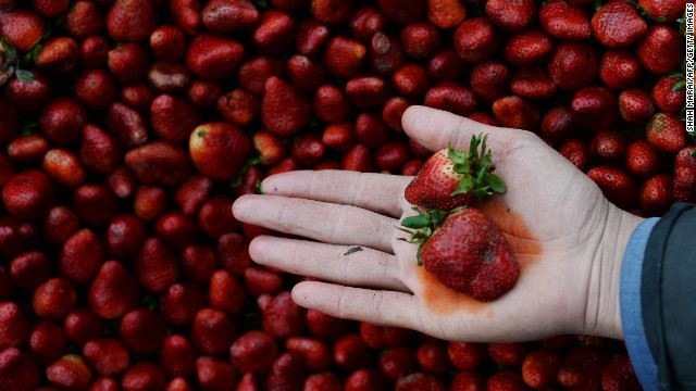 Strawberries remain at top of pesticide list, report says