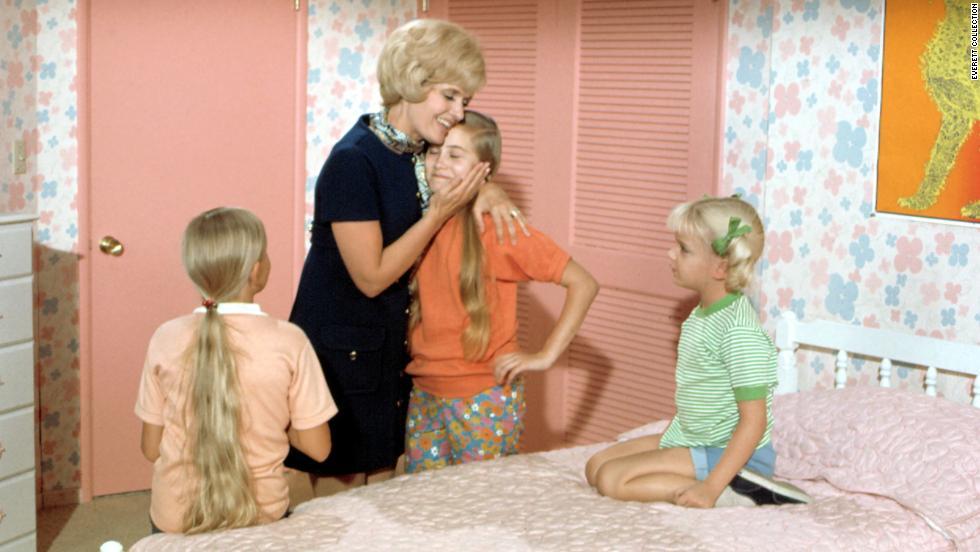 THE BRADY BUNCH, Eve Plumb, Florence Henderson, Maureen McCormick, Susan Olsen,   (Season 1), 1969-1974