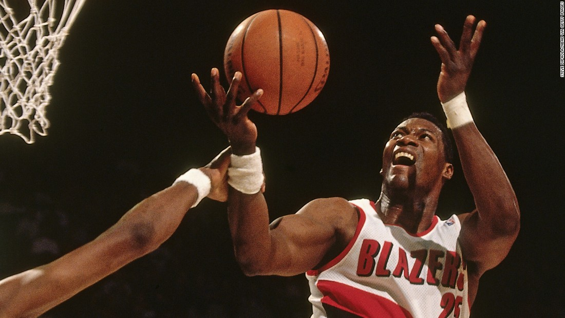 Jerome Kersey (25) of the Portland Trail Blazers shoots circa 1995 at the Veterans Memorial Coliseum in Portland, Oregon.