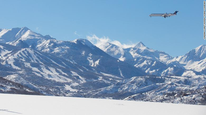 Pitkin County Airport, connected with dozen of US cities, is a convenient entry to Aspen town.