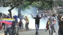 Demonstrators in Venezuela clash with police over ban Romo looklive_00003718.jpg