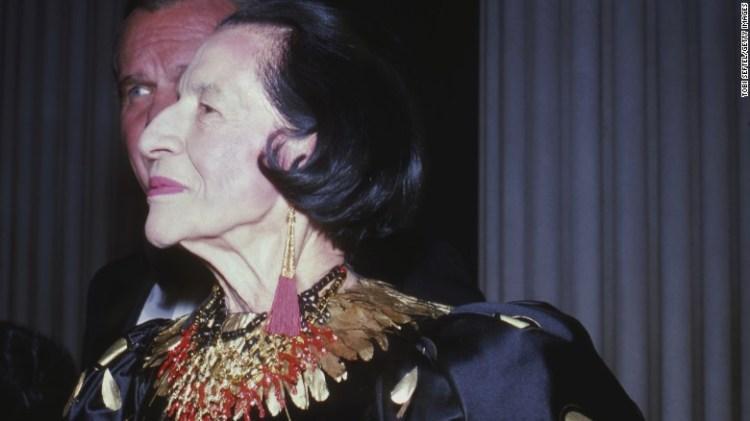 Diana Vreeland al 1981 di gala per & quot;. La Donna Settecento & quot;