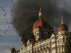 Fresh explosions have been heard at the Taj Mahal hotel, where police are trying to free hostages.
