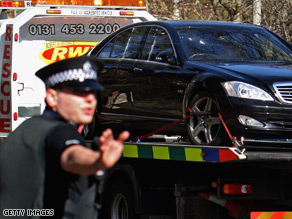 A recovery vehicle removes a Mercedes from the Edinburgh home of Fred Goodwin.