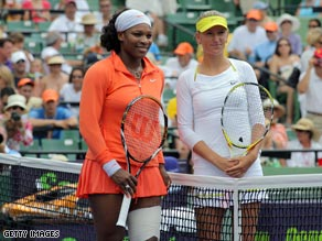 The strapping on Serena's thigh is clearly visible as she poses before the start with Azarenka.
