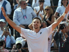 Robin Soderling salutes the crowd after his stunning five-set victory over Fernando Gonzalez.
