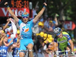 Pierrick Fedrigo celebrates after edging out Franco Pellizotti at the finish line on Sunday.