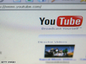 YouTube is in talks to acquire licensing rights to full-length content from Sony Pictures, sources told CNET.