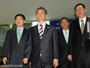 A South Korean delegation arrives at a transit office in Paju, South Korea, near the Demilitarized Zone Tuesday.