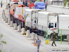 South Korean vehicles wait to head for the Kaesong Industrial Complex at a Paju check point, June 19, 2009.