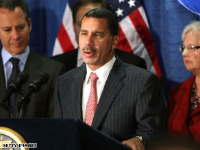 New York Gov. David Paterson has lost a top advisor to his struggling election bid for a full term in office.