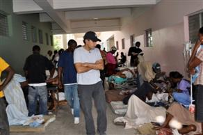 Dr. Sanjay Gupta in Port-au-Prince hospital.