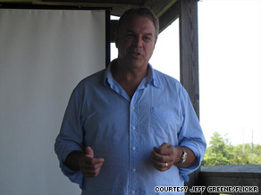 Florida Senate candidate Jeff Greene's campaign manager has stepped down .