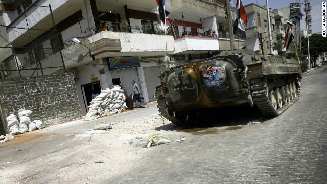 Un tanque militar siria toma posición en el ciudad de Homs el 30 de agosto 2011 (foto archivo).