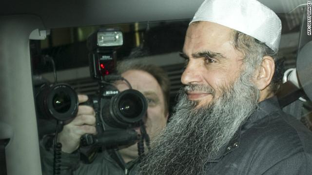 Abu Qatada fue detenido en Gran Bretaña en abril, dos meses después fue puesto en libertad bajo fianza.