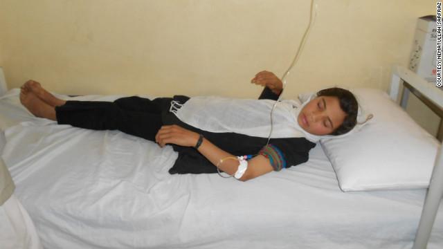 Cinco niñas envenenadas en escuela afgana regresan al hospital