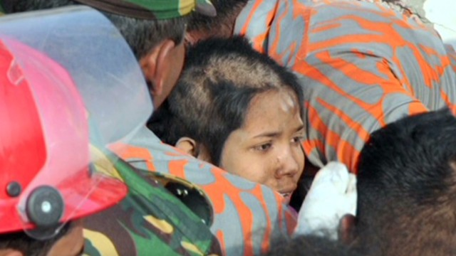 ¿Cómo sobrevivió una mujer 16 días entre los escombros?