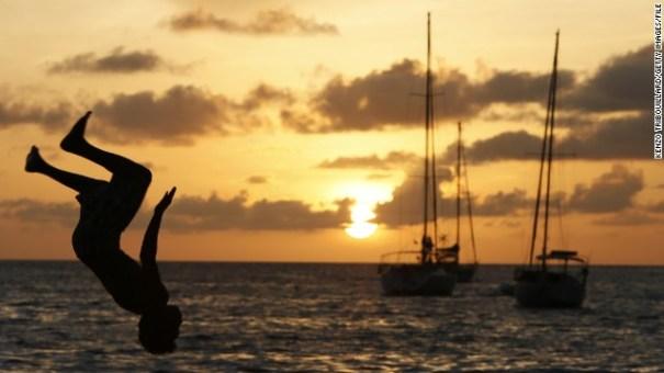130821102015 sunset yacht horizontal gallery Cinco maneras legales de viajar gratis en barco