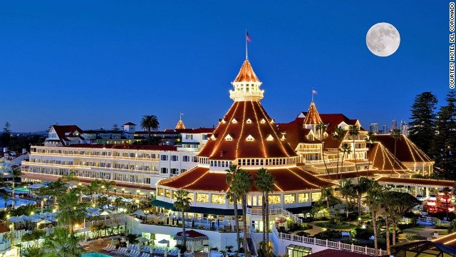 Currently celebrating its 125th anniversary, this scenic beachside resort made jaws drop back in December 1904 when it unveiled the world's first electronically lit, outdoor Christmas tree.