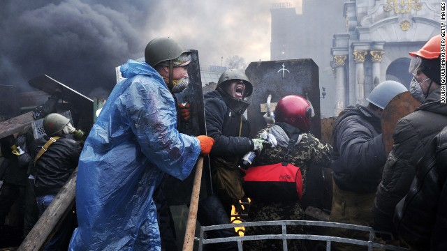 Protesters advance to new positions in Kiev on February 20.