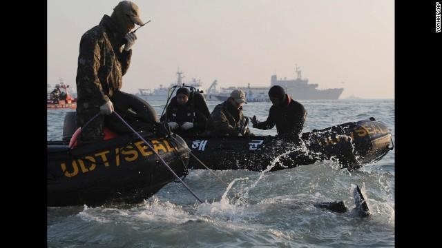 Photos: South Korean ship sinks