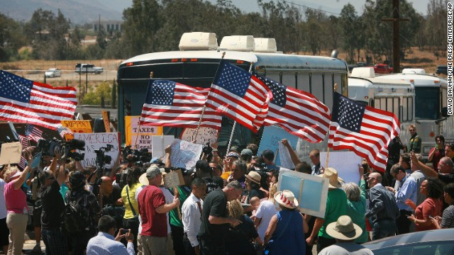 https://i0.wp.com/i2.cdn.turner.com/cnn/dam/assets/140701204304-immigrant-buses-0701-restricted-story-top.jpg
