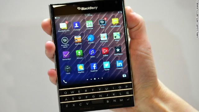 BlackBerry presenta el Passport, un smartphone con pantalla cuadrada