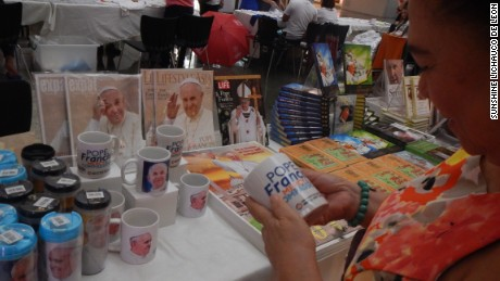 One shopper in Manila decides to remember the Pope's historic visit with a coffee mug.