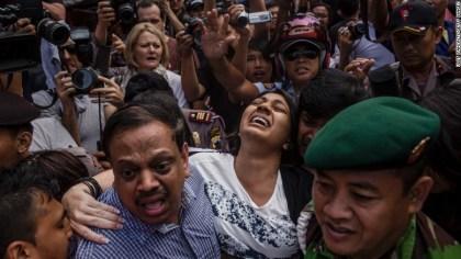 Brintha Sukumaran, sister of death row prisoner Myuran Sukumaran, screams as she arrives at Wijaya Pura port to visit her brother at Nusa Kambangan prison on April 28, 2015.