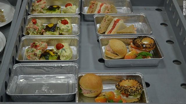 Así se fabrica la comida de los aviones | CNN