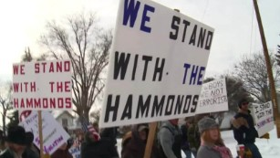 Armed protesters rally to support Oregon rancher