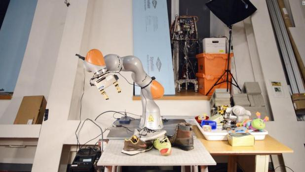 This robot gets us one step closer to 'Smart House'
