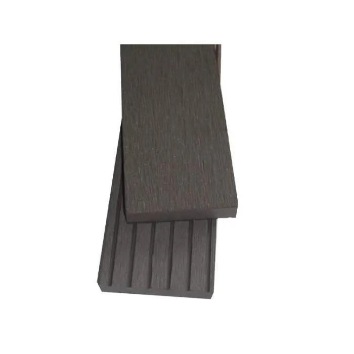 Revetement En Planche Plinthe Finition Terrasse Bois Composite Qualita